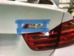 BMWF82M4 6MT リヤエンブレム交換❗️羽村市RMC F82M4 6MT