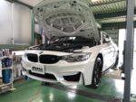 BMWF82M4 6MT Mperformanceparts フロントカーボンスプリッター取付