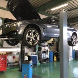 弊社販売車のBMW F32 428iクーペ法定12ヵ月点検整備作業 エンジンオイル交換他車検整備❕青梅市Y様BMWF32428iクーペ
